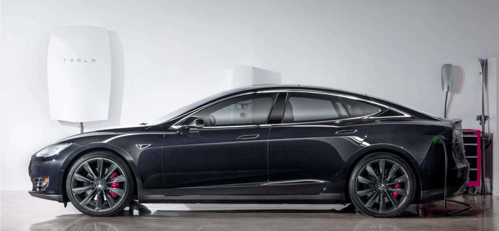 Powerwall with Tesla Model S. Image rights: Tesla.