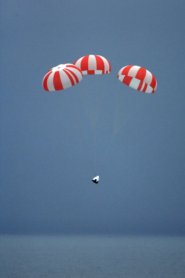 Crew Dragon with its main chutes deployed just before splashdown. Image rights: SpaceX.